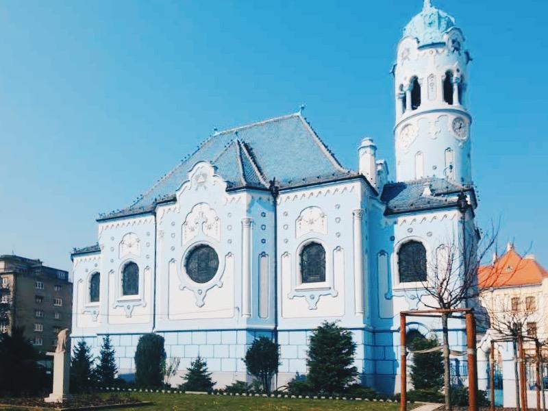 Copertina-Cosa-Vedere-a-Bratislava-La-chiesa-Blu-Di-Santa-Elisabetta