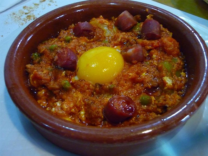 Cosa mangiare a Siviglia – Huevos a la Flamenca