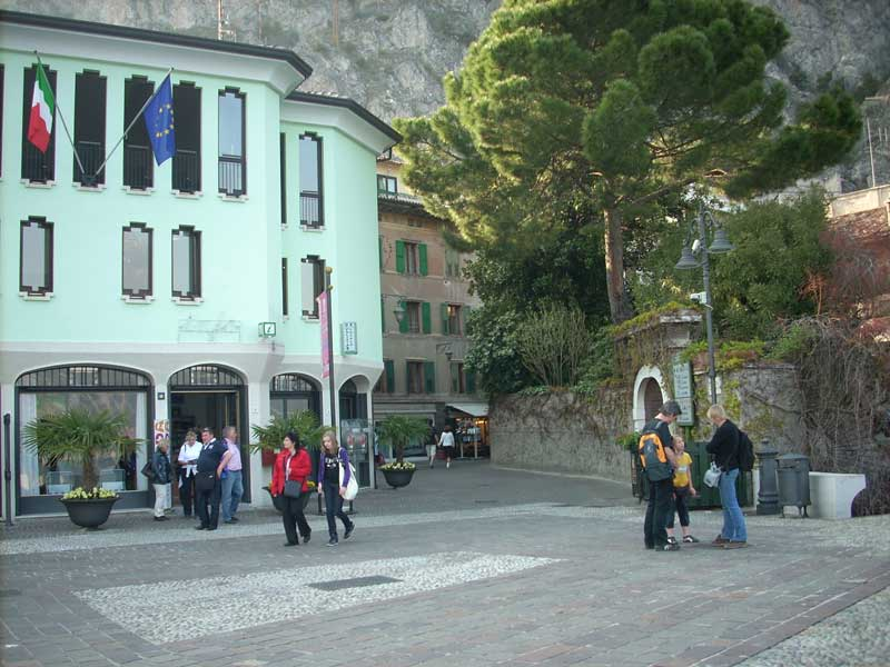 One Suitcase For Two - Limone Sul Garda