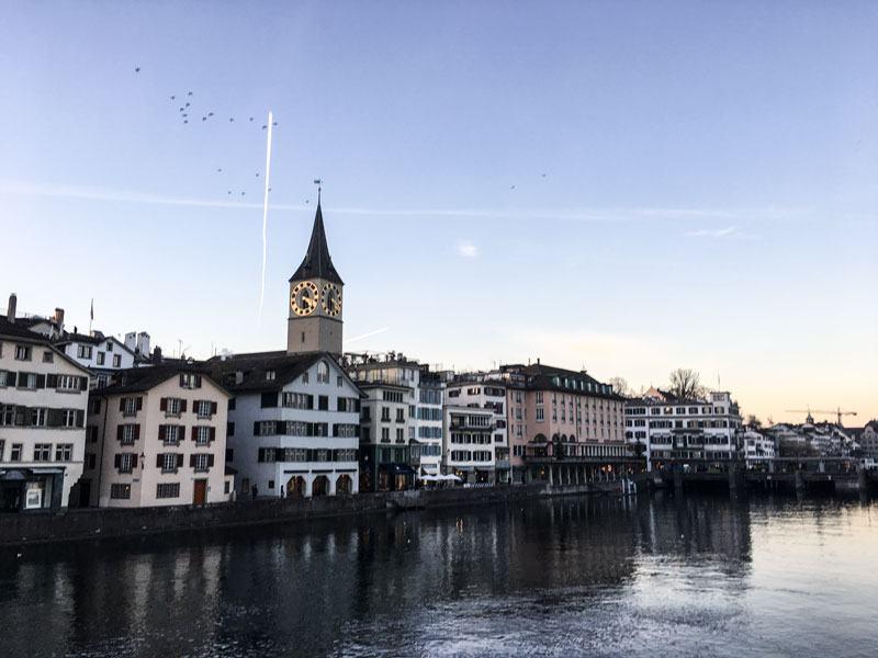 Zurigo---La-Chiesa-di-St.-Peter-1