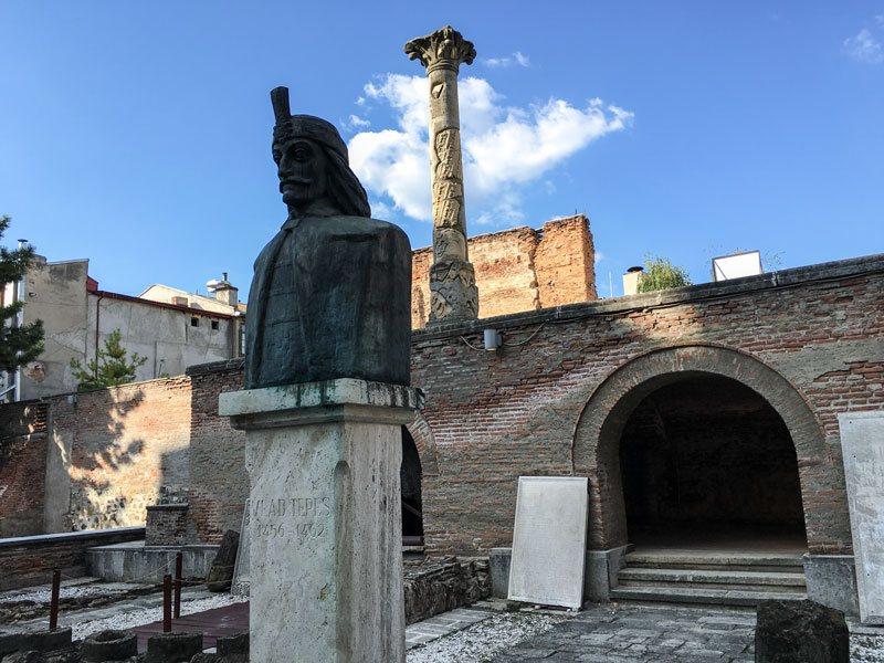 Cosa vedere a bucarest curtea veche e la statua del for Bucarest cosa visitare