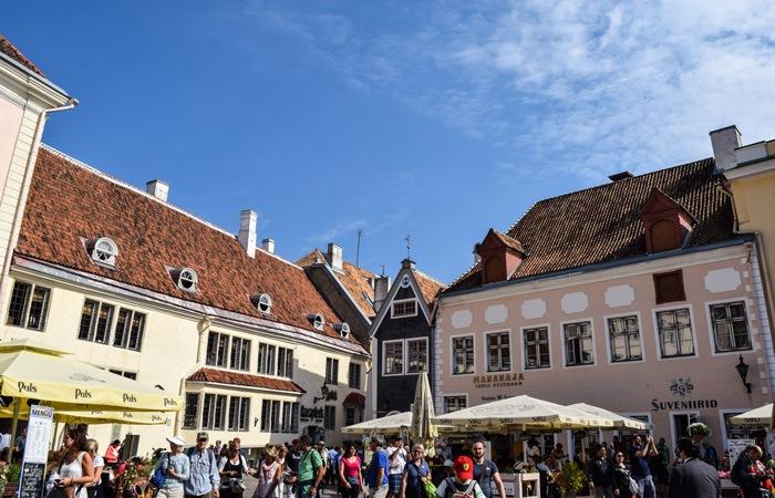 Cuorisità-su-Tallinn-Raekoja-Plats-Tallinn