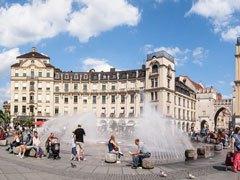 Copertina Karlsplatz (Stachus), il Palazzo di Giustizia e Karlstor