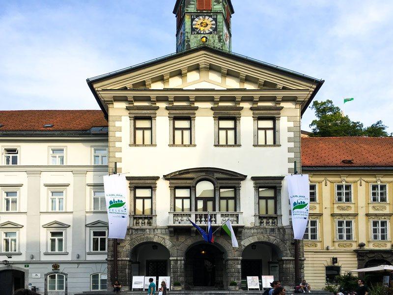 Copertina fontana di Francesco Robba ed il Municipio