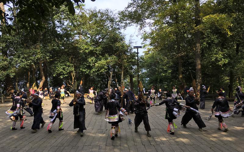 Basha-Miao-Village-spettacolo-folk-2