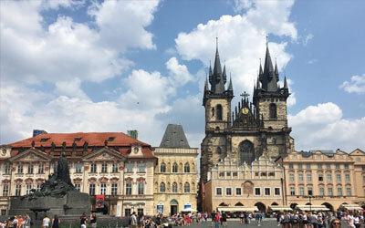 Praga-cosa-vedere-Copertina-Praga-Piazza-della-città-vecchia