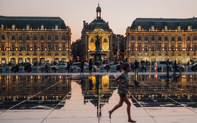 Visitare-Bordeuax---Place-de-la-bourse-Bordeaux