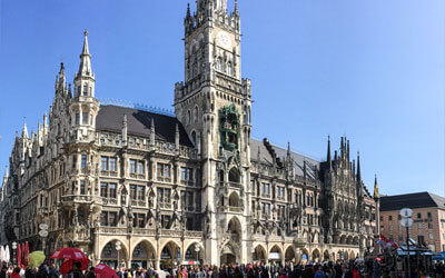 Monaco-di-Baviera---Neues-Rathaus-ed-il-suo-Carillon