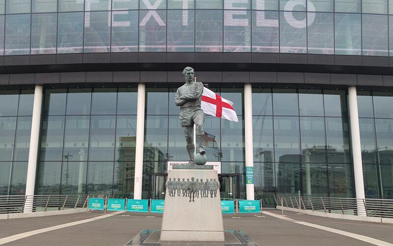 Wembley-Stadium-Ingresso-Statua
