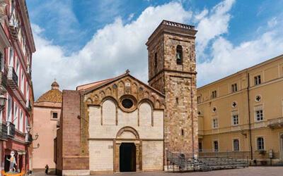 Iglesias-Cattedrale-Santa-Chiara