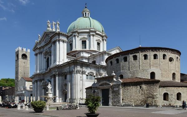 Brescia-Piazza-Del-Duomo