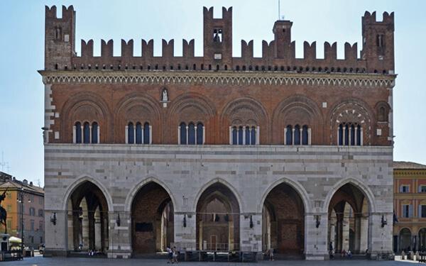 Piacenza-Palazzo-Gotico