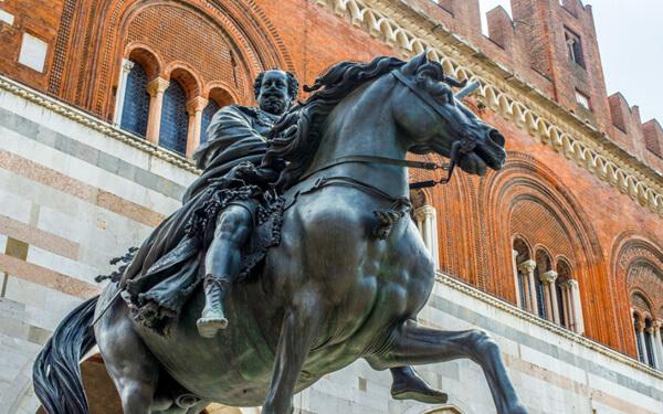 Piacenza-Piazza-dei-cavalli