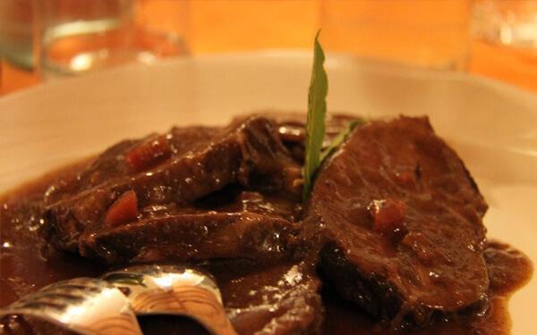 Stracotto-alla-Picentina-cosa-mangiare-a-Piacenza