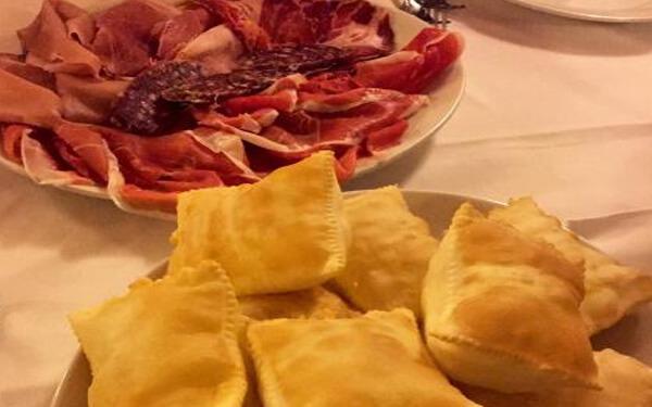 Parma-Torta-Fritta-Prosciutto
