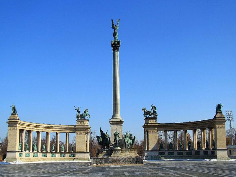 Copertina Heroes' Square