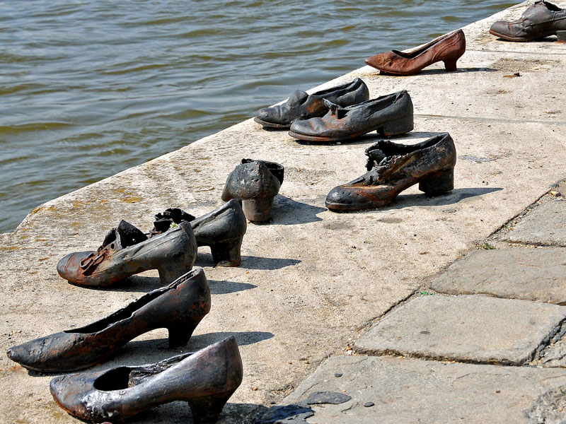 Copertina Shoes on the Danube